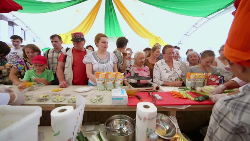MOSCOW - JUN 23: Cooks and visitors of trade mark Solar Line pavilion during first gastronomic festival FEST EDAkov at All-Russia Exhibition Centre, Jun 23, 2012, Moscow, Russia.