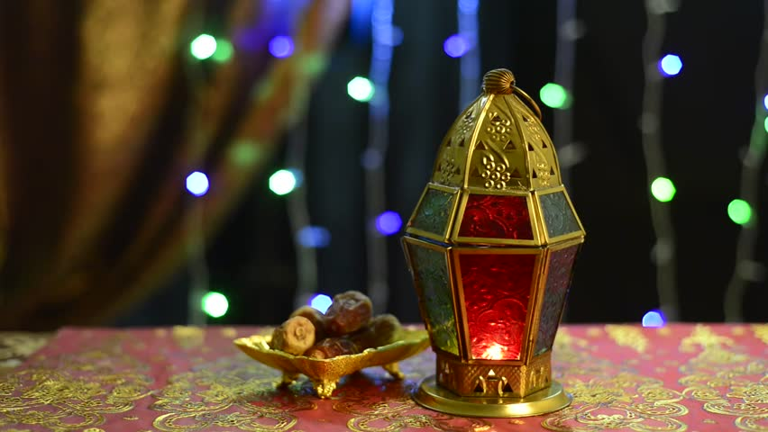 Many illuminated arabian traditional ramadan lamps and for Arabian decoration materials trading