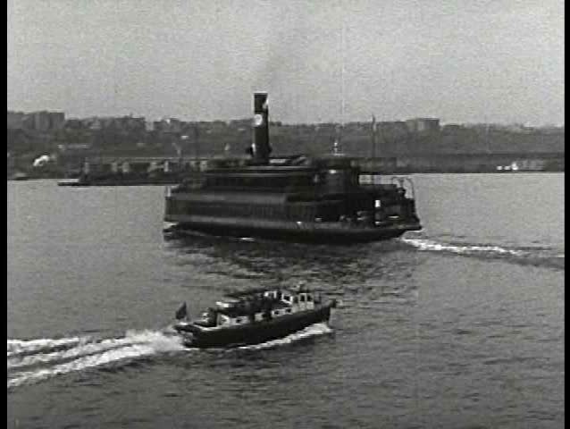 1930s - Various boats on the Hudson from Albany to New York