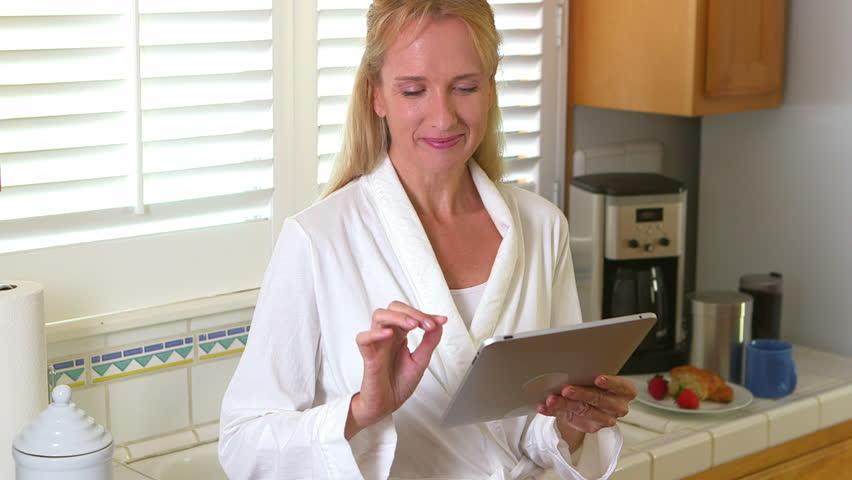 100 Mature De Stock Tablet Woman Libres Droit Vidéos Pc Using rwqwnHRp07