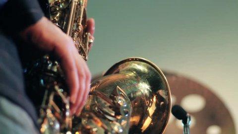 plays a saxophone