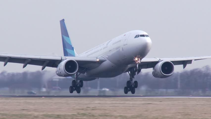 AMSTERDAM, THE NETHERLANDS - FEBRUARI 27, 2014: 4K Garuda Indonesia Airbus A330 landing