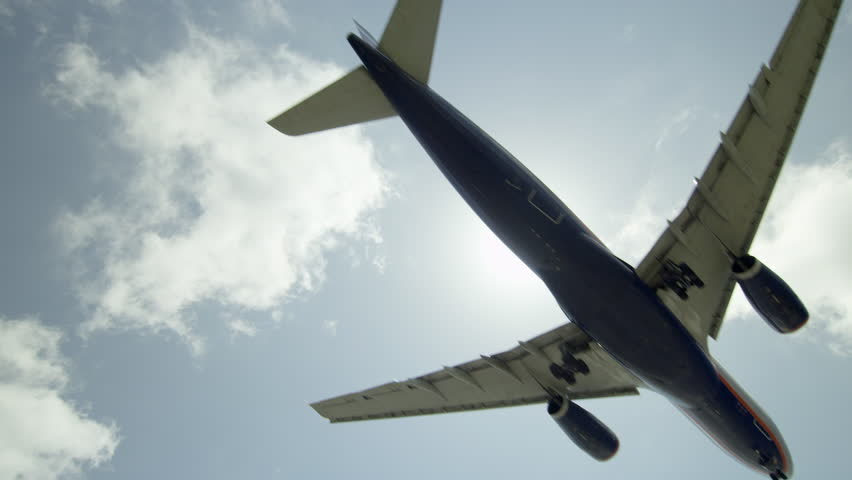 Airplane Flies Overhead - Plane Flying in Slow Motion with Audio