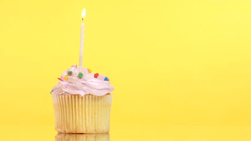 Myndaniðurstaða fyrir birthday cake one candle