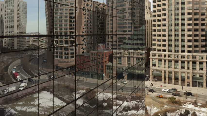 4K Time lapse zoom out traffic in mirror on Boston office building surface with reflections.